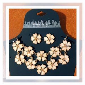🏷 NEW Nicole Miller Peach Necklace + Earrings